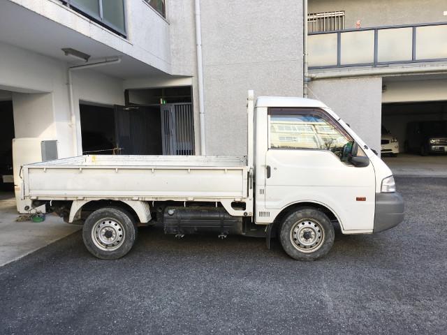 何も載っていないトラック