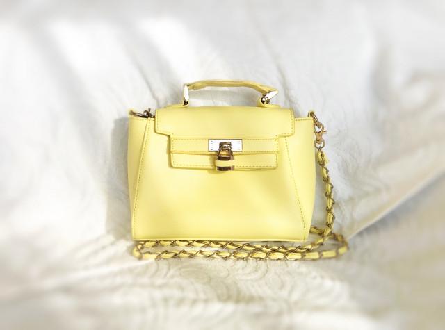 黄色の高級バッグ